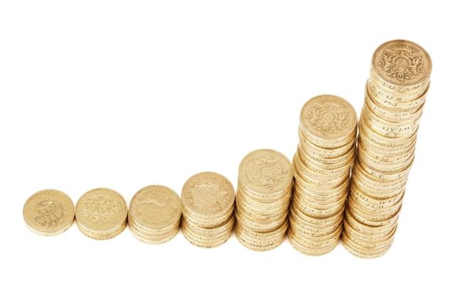 zlaté mince ve sloupečcích - vzestupně.jpg