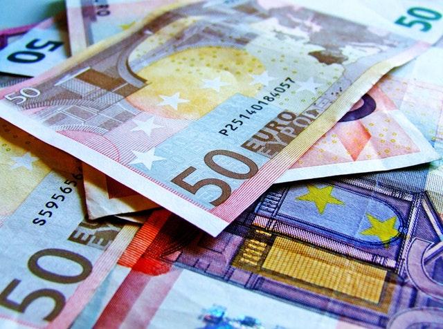 barevné eurobankovky.jpg